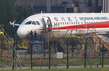 Самолет авиакомпании Sichuan Airlines успешно совершил аварийную посадку в Китае.