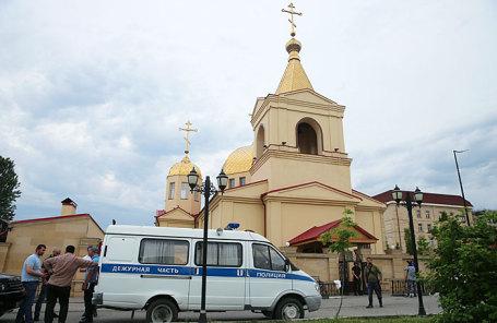 Следственные действия у церкви Архангела Михаила, где произошло нападение на прихожан.