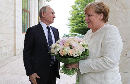 Владимир Путин и Ангела Меркель во время встречи в Сочи.