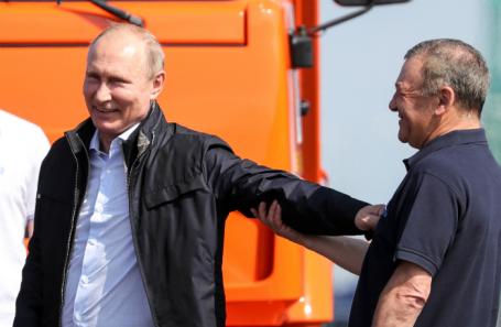 Владимир Путин и Аркадий Ротенберг на Крымском мосту.