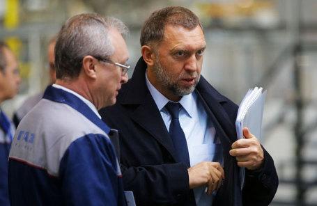 Олег Дерипаска (справа).
