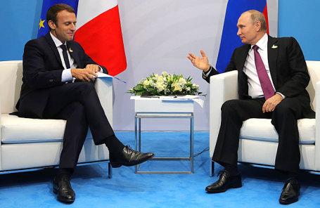 Президент Франции Эммануэль Макрон (слева) и президент РФ Владимир Путин.
