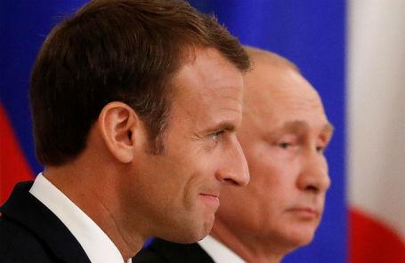 Президент Франции Эммануэль Макрон и президент России Владимир Путин.