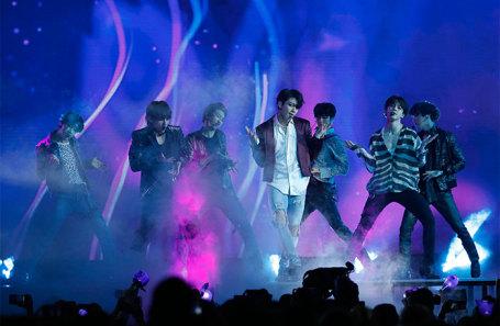 Выступление группы BTS на церемонии Billboard Music Awards.