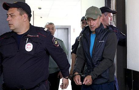 Игорь Подпорин (слева) в Замоскворецком суде.