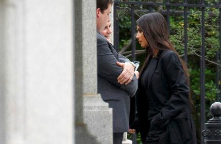 Ким Кардашьян у входа в Белый дом.
