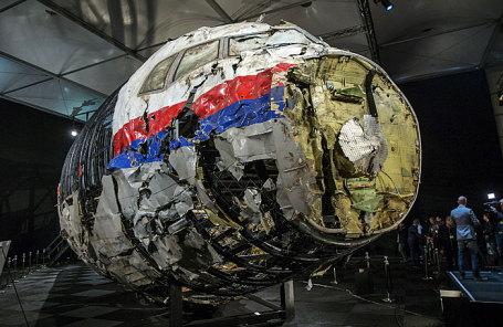 Реконструированные обломки рейса MH17 Malaysia Airlines, разбившегося на Украине в июле 2014 года.