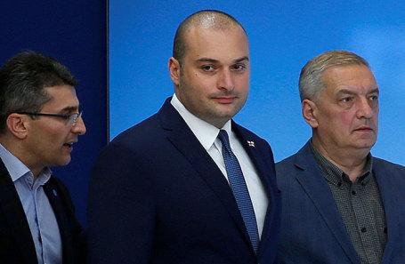 Мамука Бахтадзе (в центре).