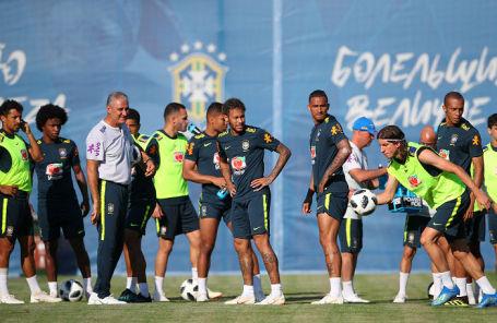 На тренировке сборной Бразилии по футболу в Сочи.