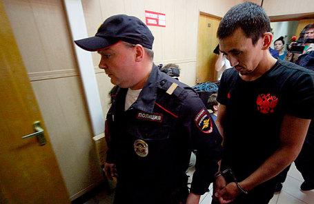 Анарбек уулу Чынгыз (справа) в Таганском суде.
