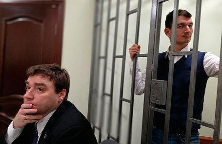 Александр Валов (справа).
