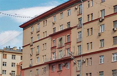 Дом 37 по Ленинскому проспекту до того, как был спилен балкон.