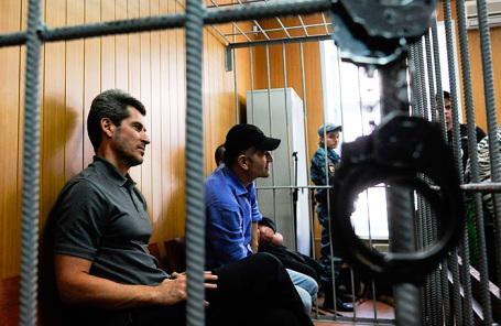 Совладелец группы компаний «Сумма» Зиявудин Магомедов и руководитель компании «Интэкс», входящей в группу «Сумма», Артур Максидов в Тверском суде.