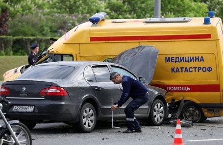 На месте дорожно-транспортного происшествия с участием семи машин, в том числе машины скорой помощи, на пересечении Кутузовского проспекта и Минской улицы.
