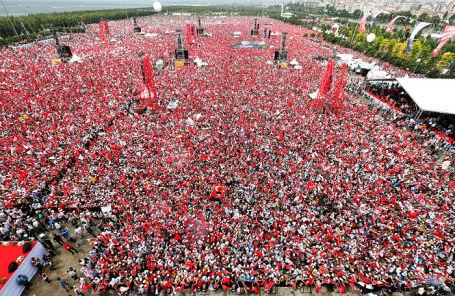 Митинг в поддержку кандидата в президенты Турции Мухаррема Индже в Стамбуле, 23 июня 2018 года.