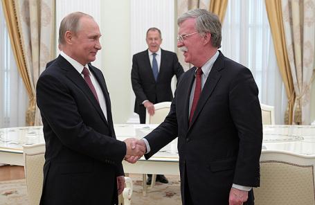 Владимир Путин и Джон Болтон во время встречи в Кремле.