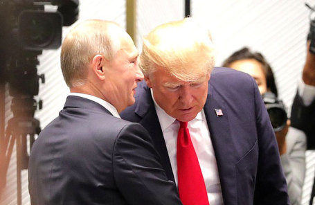 Президент РФ Владимир Путин (слева) и президент США Дональд Трамп.