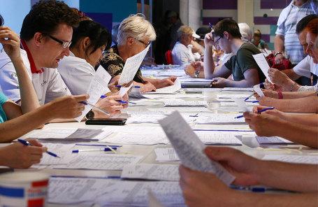 Во время сбора подписных листов в поддержку Собянина в предвыборном штабе кандидата на пост мэра Москвы Сергея Собянина на улице Покровке.