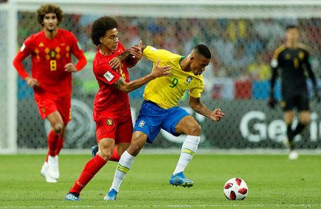 Игроки сборной Бразилии и Бельгии во время матча.