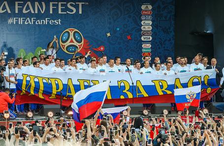 Встреча футболистов сборной России с болельщиками в Москве во время ЧМ-2018.
