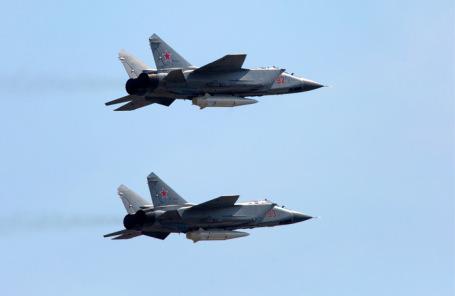 Истребители МиГ-31К с гиперзвуковыми ракетами «Кинжал».
