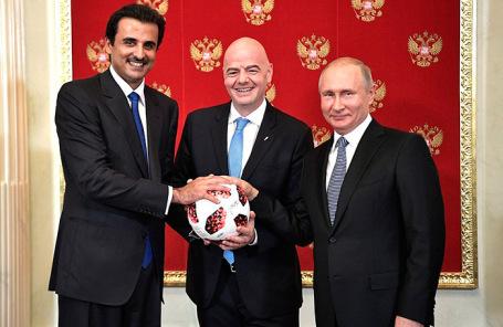 Эмир Катара Тамим Бен Хамад Аль Тани (слева), президент ФИФА Джанни Инфантино и президент России Владимир Путин.