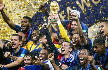 Игроки сборной Франции во время награждения на стадионе «Лужники»