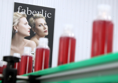 Производство косметики на фабрике Faberlic в Москве