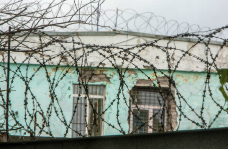 Территория исправительной колонии № 1 Ярославля, куда Федеральная служба исполнения наказаний (ФСИН) России направила комиссию для служебной проверки после публикации в СМИ видеозаписи с избиением заключенного.