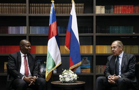 Президент ЦАР Фостен-Арканж Туадера и министр иностранных дел РФ Сергей Лавров.