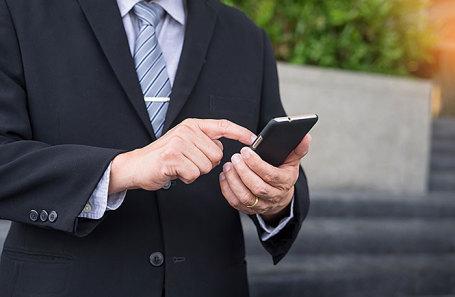Перевод чиновников на смартфоны с российской ОС оценили в 160 млрд рублей