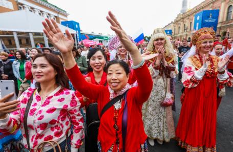 Акция «Хоровод болельщиков мира» в рамках ЧМ-2018 в Санкт-Петербурге.