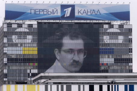 Портрет журналиста Владислава Листьева на здании телецентра «Останкино».