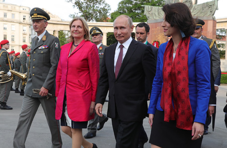 Карин Кнайсль (слева) и Владимир Путин.