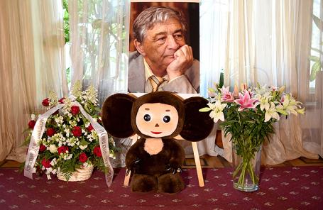 Церемония прощания с детскими писателем Эдуардом Успенским в большом зале Центрального дома литераторов.