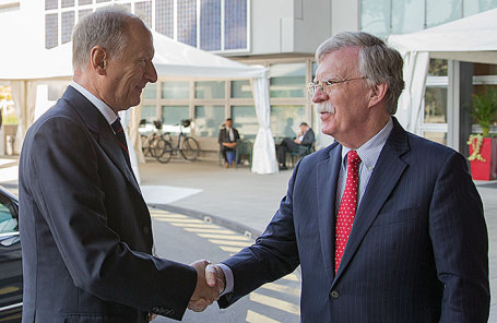 Николай Патрушев и Джон Болтон во время встречи в Женеве.