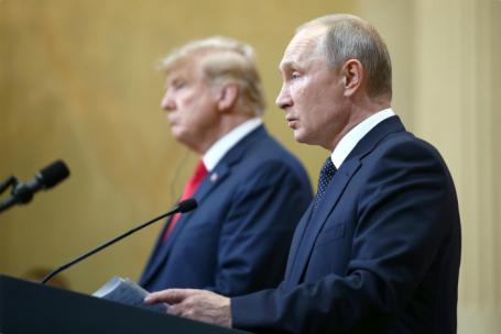 Президент США Дональд Трамп и президент РФ Владимир Путин (слева направо) во время пресс-конференции по итогам встречи в Хельсинки.