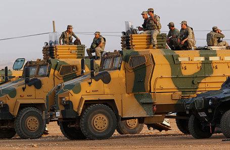 Турецкие войска на границе с Сирией.