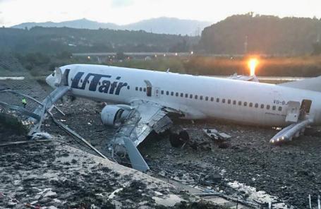 Самолет Boeing 737-800 авиакомпании Utair совершил аварийную посадку в Сочи.