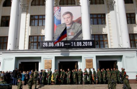 Поклонская иАксенов приехали напохороны Захарченко вДонецк