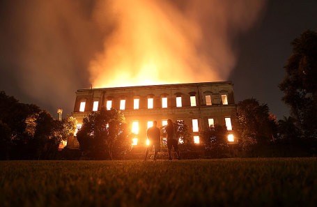 Пожар в Национальном музее в Рио-де-Жанейро.