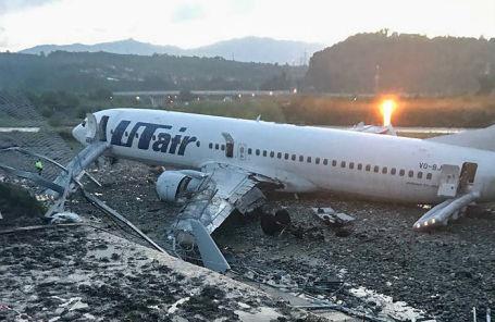 Boeing 737, совершивший аварийную посадку у аэропорта Сочи.
