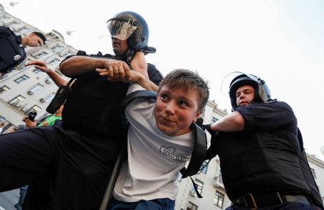 Задержания участников акции против повышения пенсионного возраста в Москве, 9 сентября 2018 года.