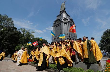Крестный ход Украинской православной церкви в Киеве.