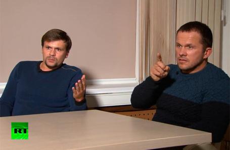 Руслан Боширов (слева) и Александр Петров во время интервью RT.