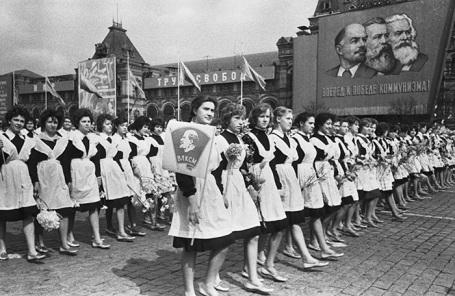 Первомайская демонстрация на Красной площади. Конец 60-х.