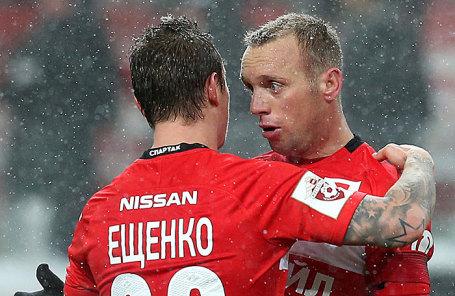 Игроки «Спартака» Андрей Ещенко и Денис Глушаков (слева направо).