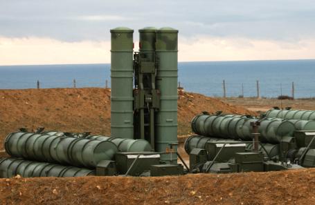 Боевые расчеты зенитных ракетных комплексов (ЗРК) С-400 «Триумф».