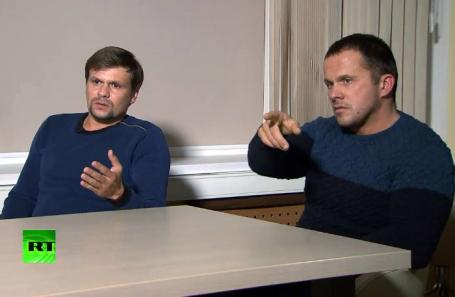 Руслан Боширов и Александр Петров (слева направо) во время интервью телеканалу RT.