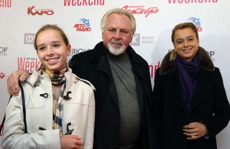 Павел Гусев с супругой Евгенией Гусевой (справа) и дочерью Ксенией.